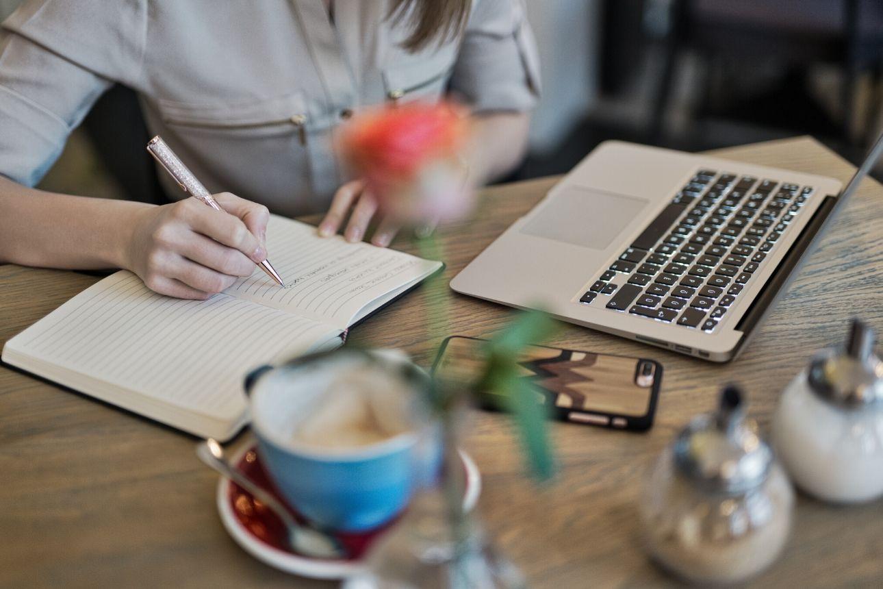 كتابة المحتوى بشكل فعال: 10 مهارات مهمة في كتابة محتوى