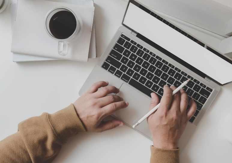 كيف تبدأ العمل الحر في مجال التسويق الرقمي؟.. خطوات عملية