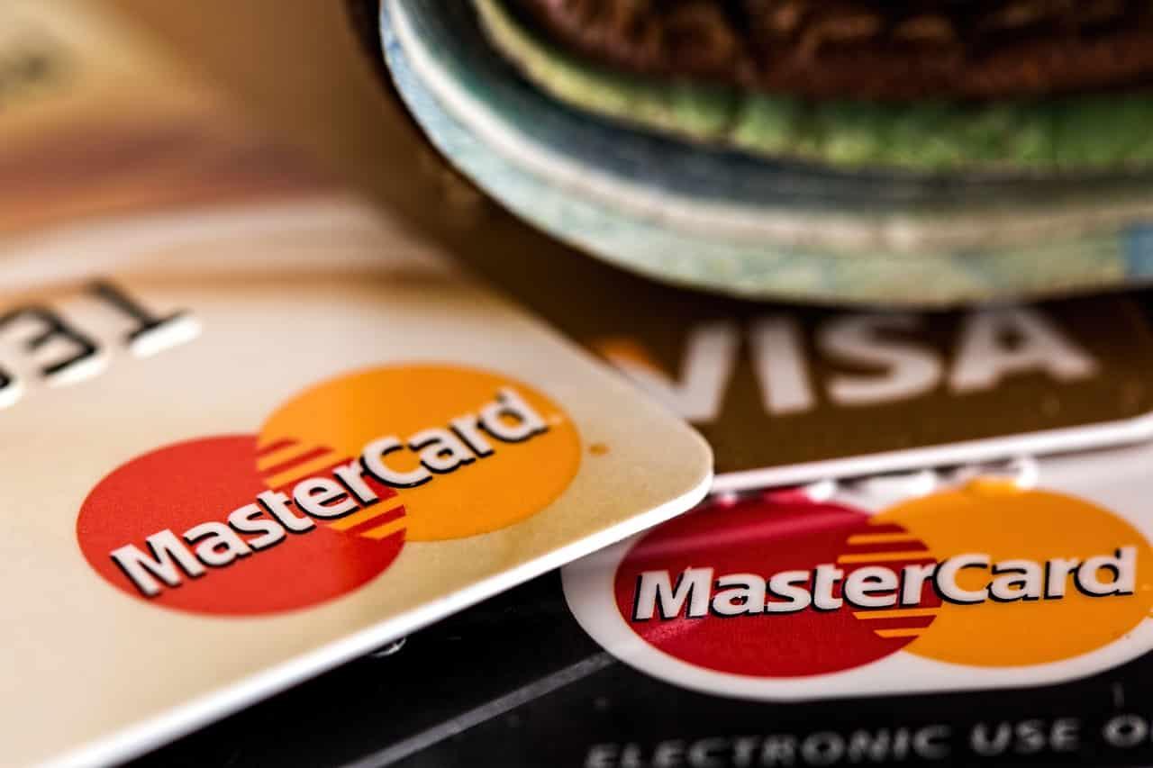 خدمات الدفع الإلكتروني في أنواع التجارة الإلكترونية